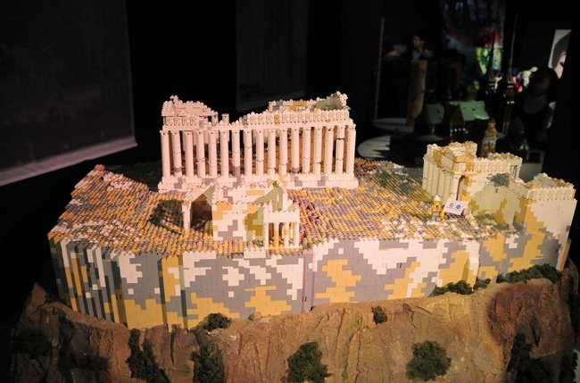 30 Amazing LEGO Versions of Famous Monuments