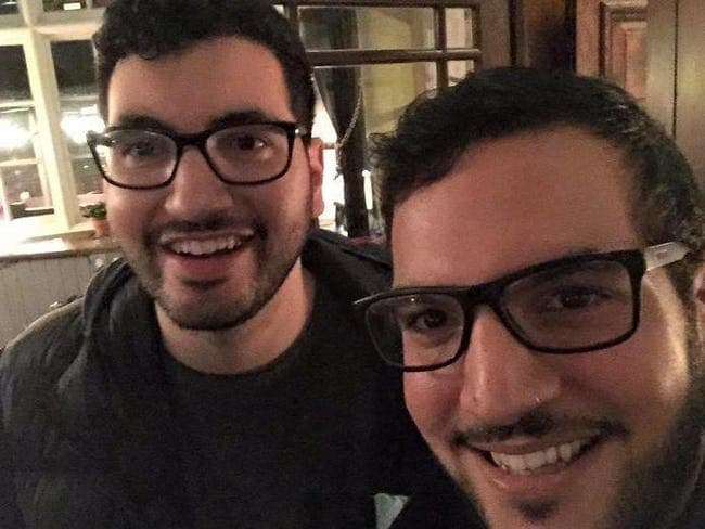 27 Amazing Photos of People Who Randomly Bumped Into Their Doppelgänger